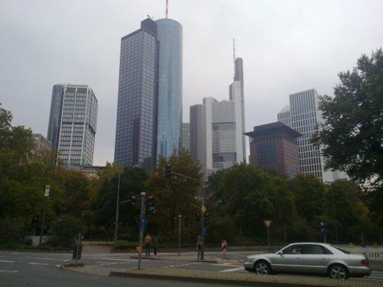 frankfurt pankkitornit