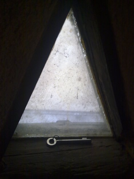 avain kolmioikkunalla