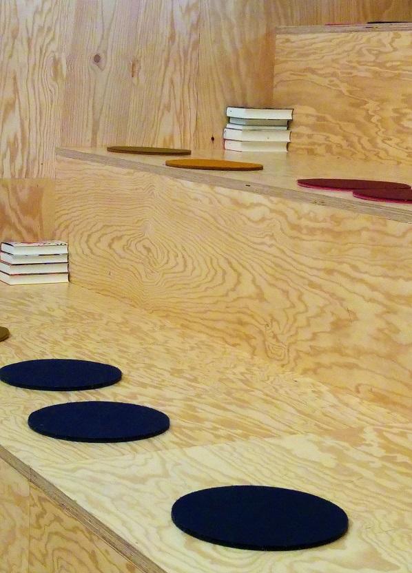 kirjasalonki 2 lauteet p