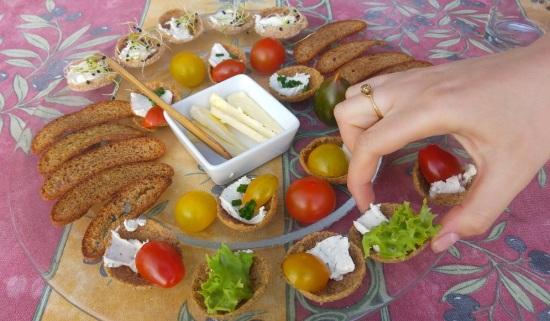taste of finland 11 ruislastulautanen ja käsi p