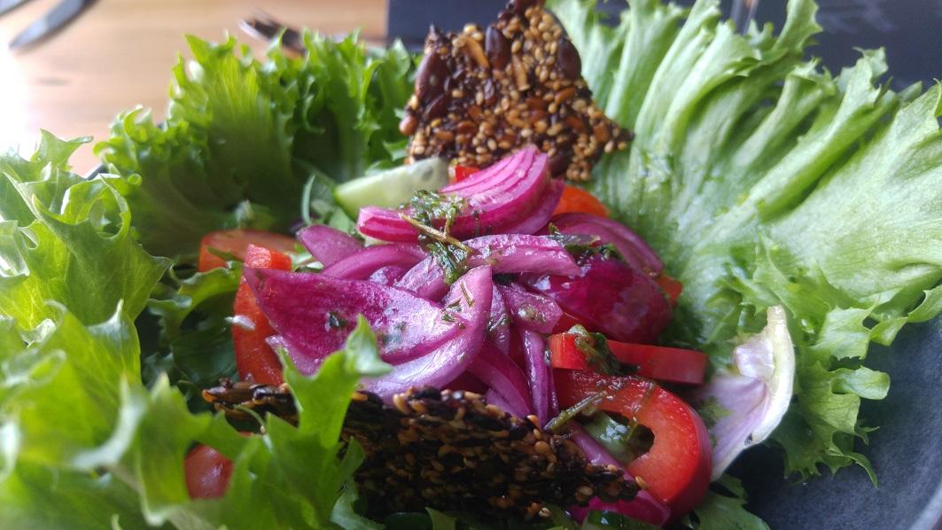 karhunpesäkivi 7 lounas salaatti