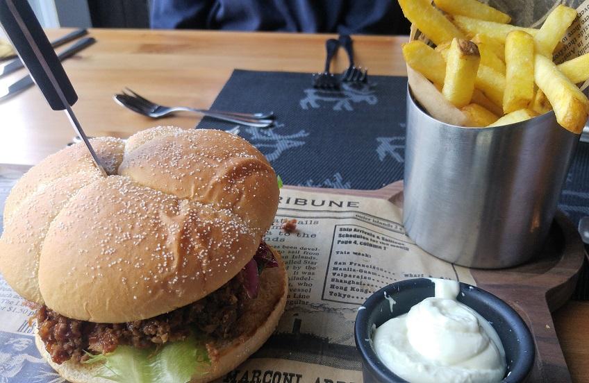 karhunpesäkivi 8 lounas nyhtöburgeri p