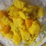 Hedelmiä ja currya