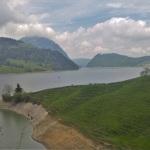 Vuoristojärven ympäri keveästi asvalttiapitkin